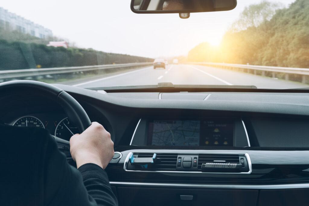 hacer trayectos largos antes que cortos es fundamental para cuidar la batería del coche