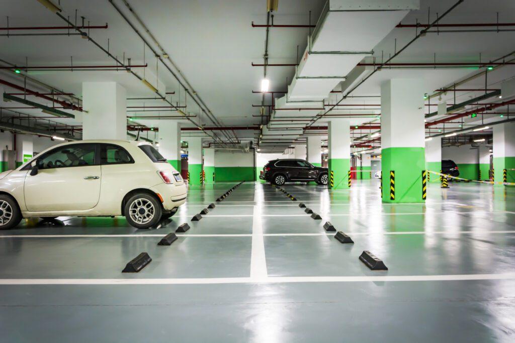 coche aparcado en el garaje